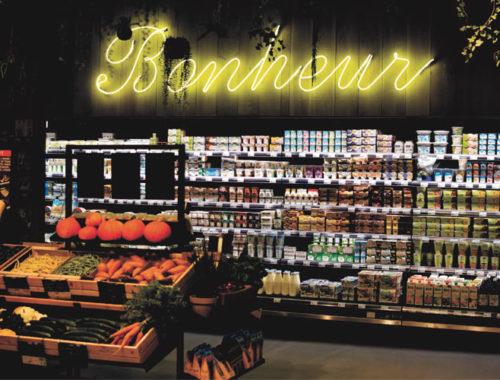 Etalage de la boutique Bonheur, boutique attelante au restaurant Maison B où vous pouvez déguster des produits frais et bio !